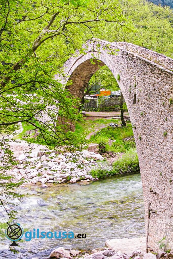 Ponte de pedra em Pyli
