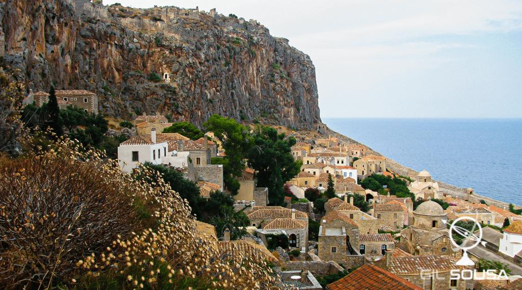 Vista para a vila medieval Monemvasia
