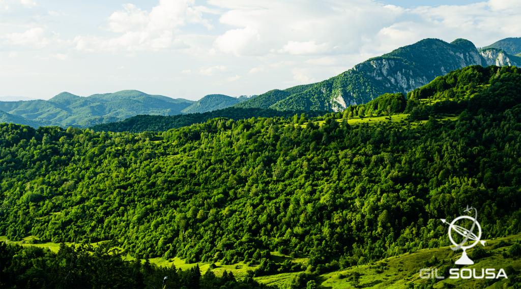 Vista para as montanhas Piatra Craiului