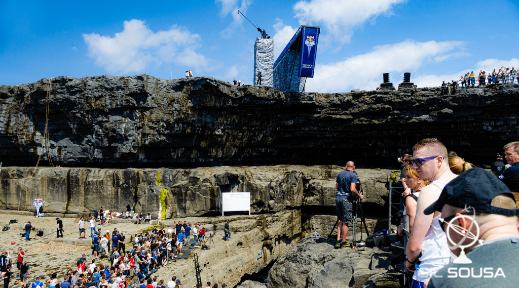 Red Bull Cliff Diving - The Worm Hole