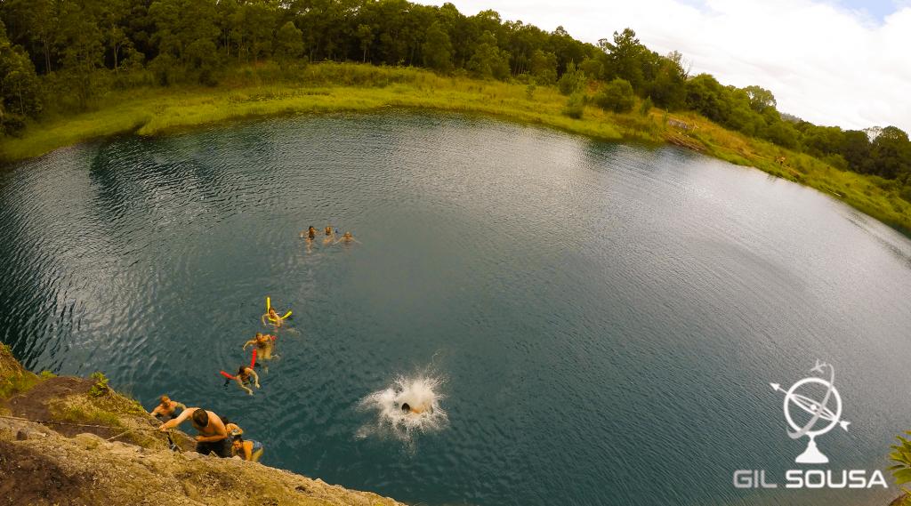 Saltos no Lago Azul