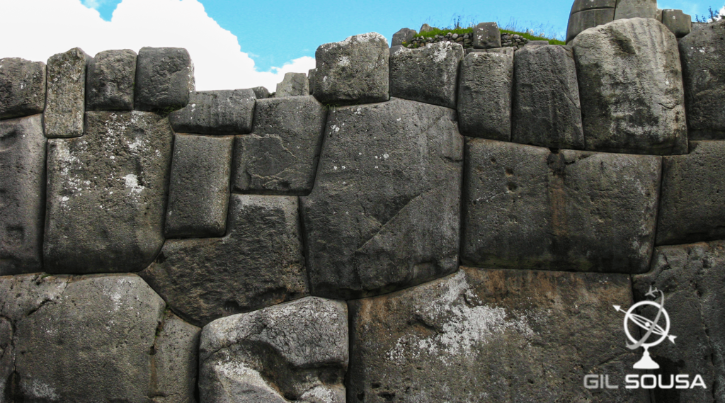 Detalhe de parede de rochas em Sacsayhuaman