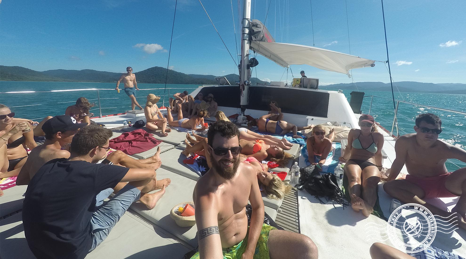 Banhos de sol no catamarã
