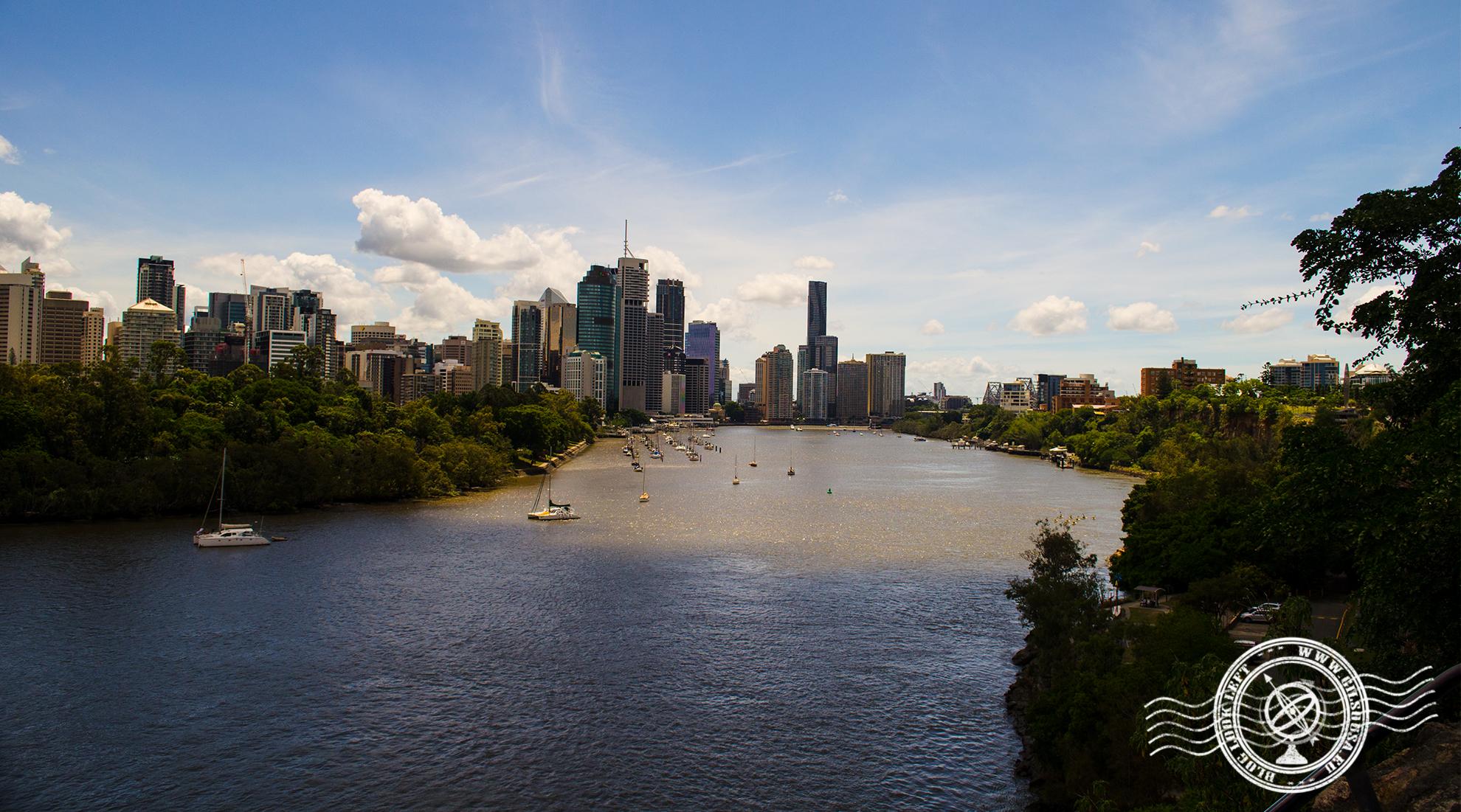 Vista para a zona baixa de Brisbane desde o Rio Brisbane