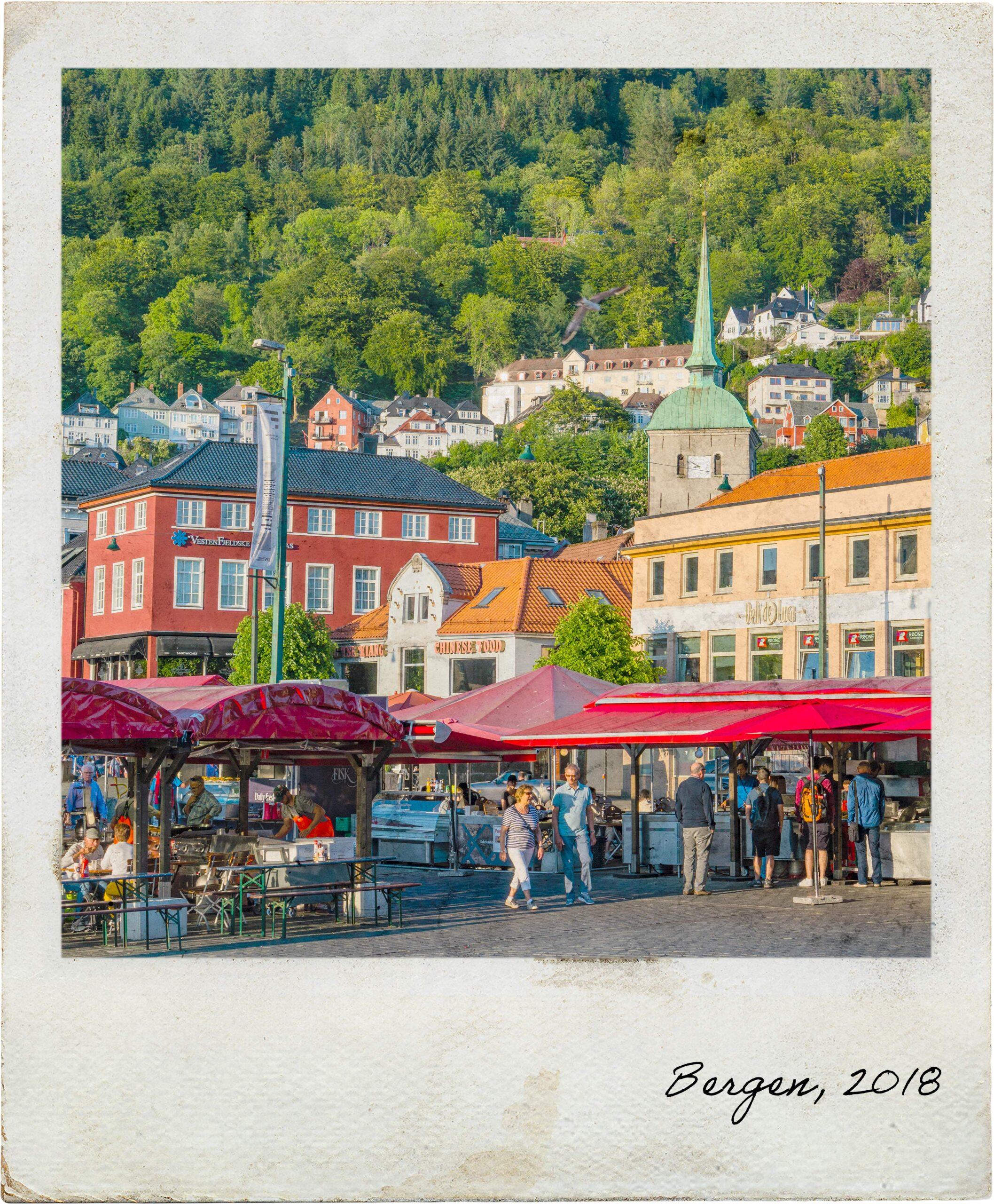 Praça junto ao porto de Bergen