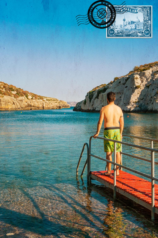 A entrar na água na baía de Mġarr ix-Xini