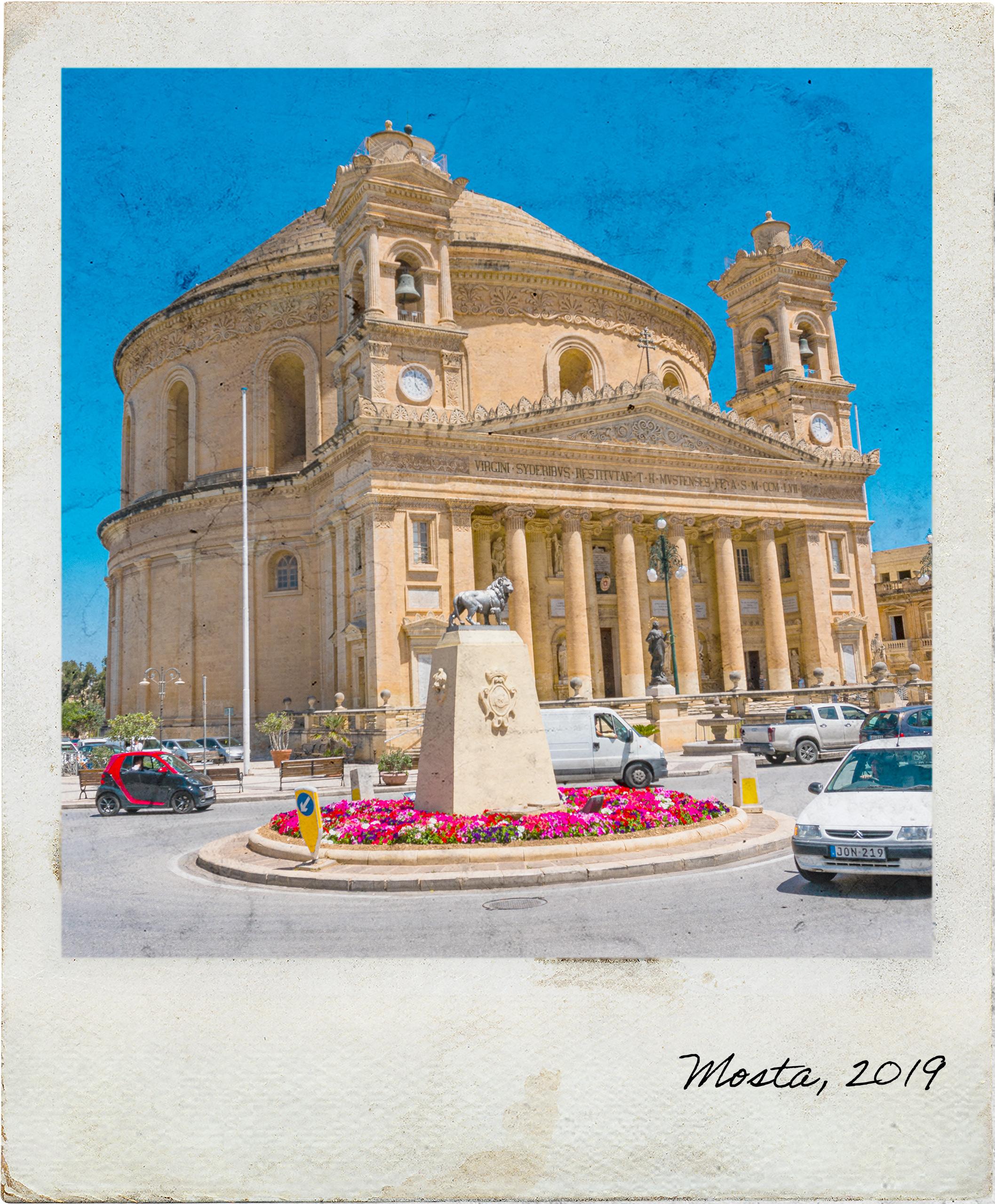 Vista frontal da Rotunda de Mosta